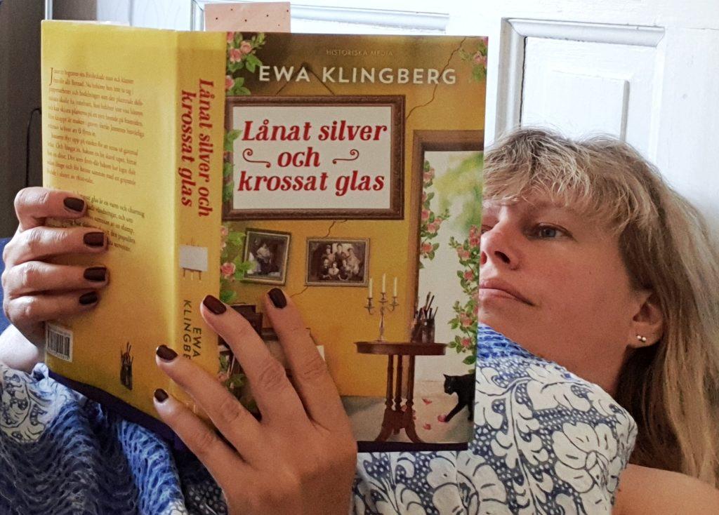 Lånat silver och krossat glas av Ewa Klingberg. Foto: Tentacle Words